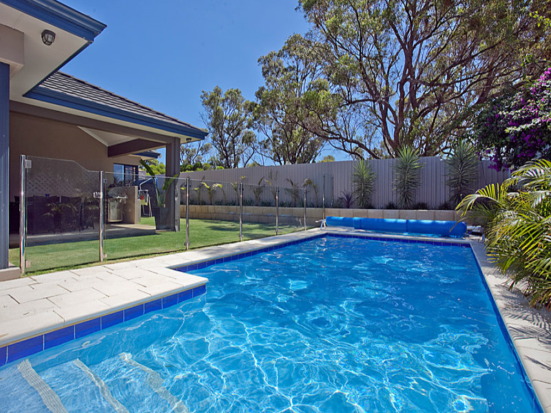 The Safest Pool Cleaning Methods
