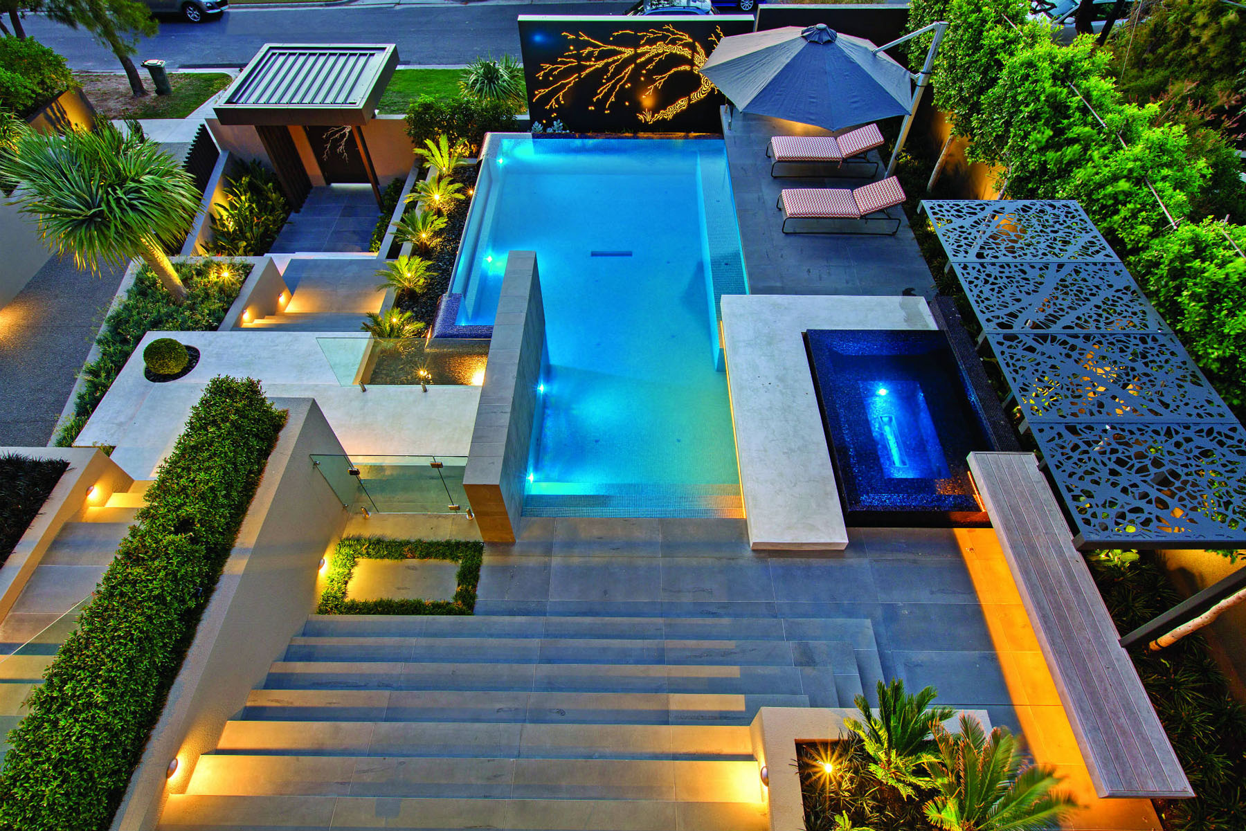 Sophisticated pool designs for modern homes - Modern house with pool ...